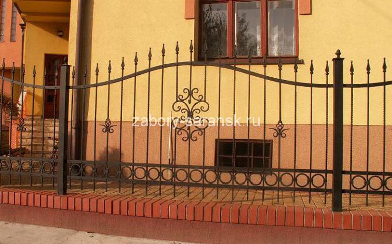 красивый забор ковка кирпич